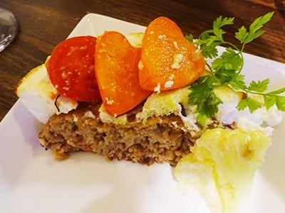 お野菜はハートの形。お肉、ジューシーで濃厚です